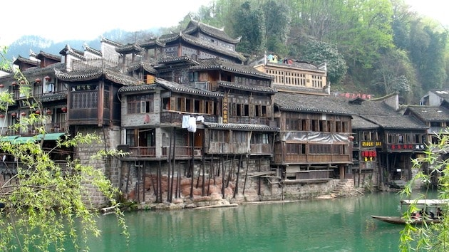 Le village traditionnel de fenghuang chine - Village de chine le mans ...