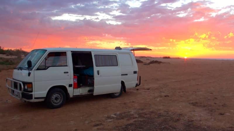 van road trip australie coucher de soleil