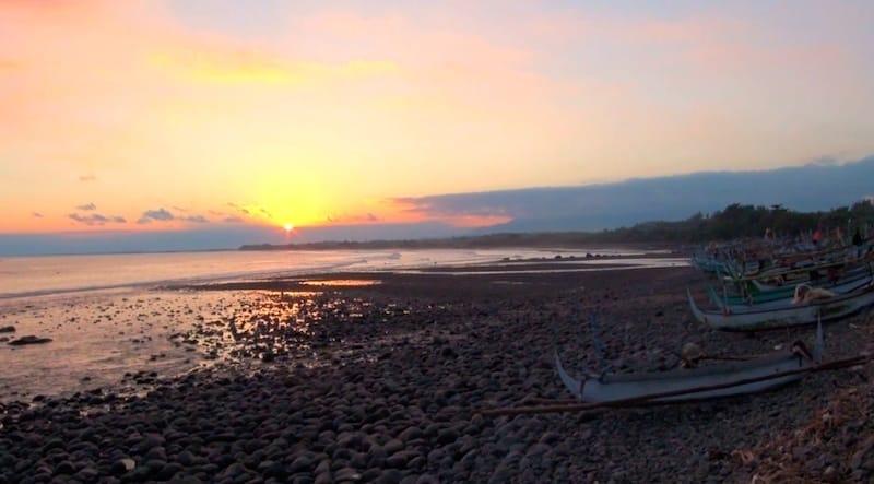 medewi beach coucher de soleil