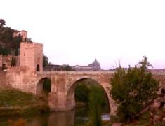 pont pierre entree ville de tolede espagne
