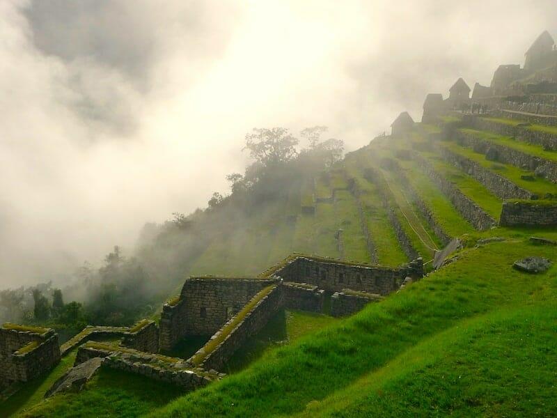 les terrasses du machu picchu lors de la visite matinale