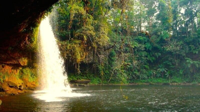 magnifique cascade plateau des bolovens laos