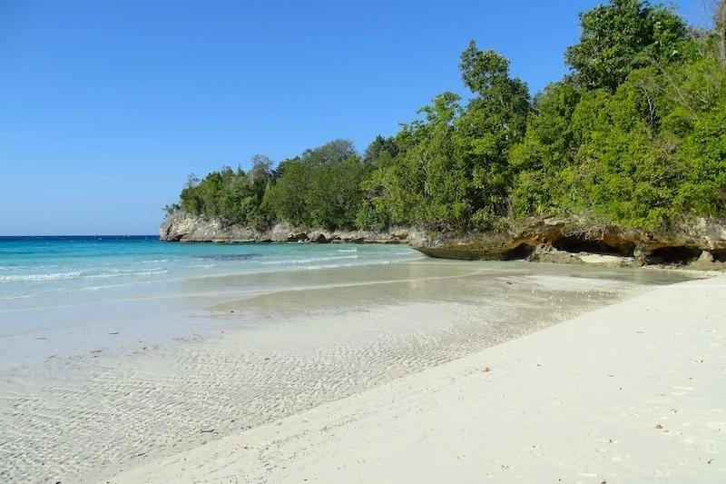 plage sera beach sulawesi ile togian