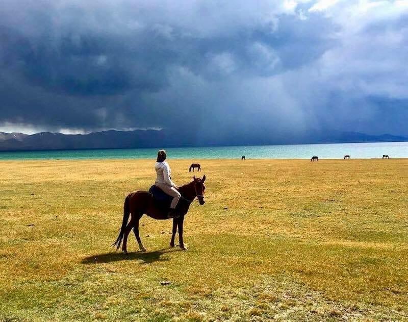 a cheval lac sonkol